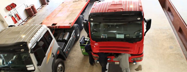 camion utilitaire rouge